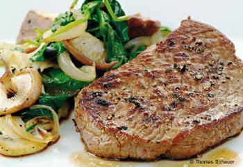 Steak mit Spinat-Pilz-Gemüse