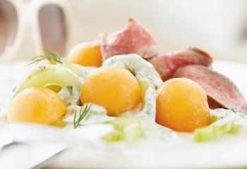 Gurken-Melonen-Salat mit Beiried