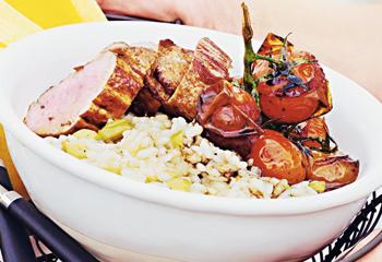 Rosa Schweinsfilet mit Balsamicoparadeisern auf Olivenrisotto