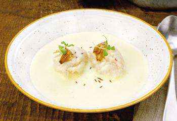 Käse-Zwiebel-Suppe mit Kümmelnockerln