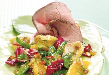 Salat von Fisolen und Kaiserschoten mit Roastbeef