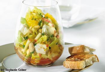 Salat mit Früchten und Schafskäse