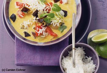 Kokossuppe mit Basmatireis, Gemüse und Minze