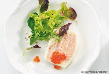 Lachsterrine mit kleinem Salat