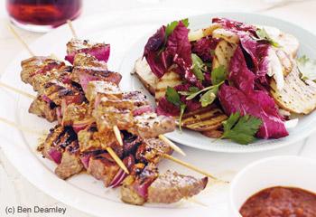 Rindfleisch-Spieße mit Radicchio-Erdäpfelsalat