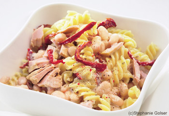Fusilli mit Thunfisch, weißen Bohnen und getrockneten Tomaten