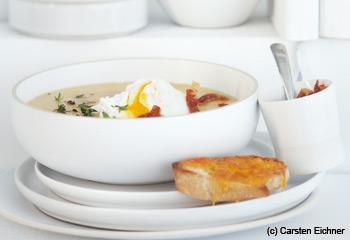 Polentasüppchen mit pochiertem Ei und Cheddar-Crostini