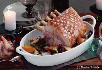 Schweinsbraten mit Süßkartoffeln und Birnen-Preiselbeer-Relish
