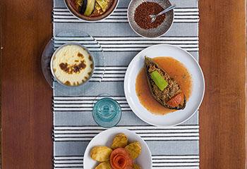 Gefüllte Melanzani mit Faschiertem und Gemüse Foto: © Alex Halada