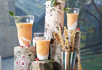 Karotten-Joghurt-Drink mit Orangen und Knusperstangen Foto: © Janne Peters
