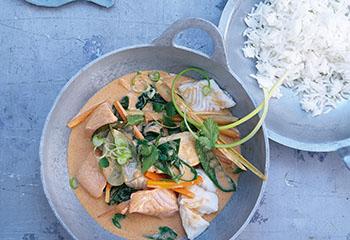 Thai-Fisch-Curry mit Frühlingsgemüse Foto: © Carsten Eichner