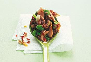 Sojabohnen-Reis-Salat mit Lachs Foto: © Deirdre Rooney