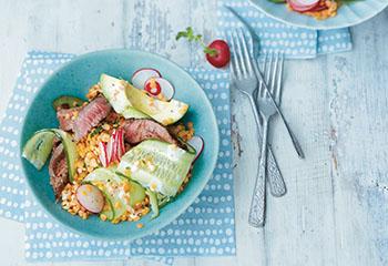 Linsen-Gurken-Salat mit Hüferlsteak Foto: © Thorsten Suedfels
