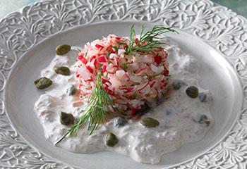Radieschen-Tatar auf Thunfisch-Kapern-Sauce Foto: © Walter Cimbal