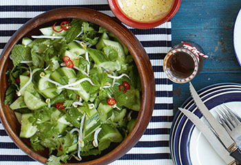 Asiatischer Gurkensalat Foto: © Ben Dearnley