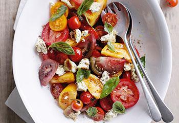 Gebackener Ricotta mit Paradeiser-Salat Foto: © Ben Dearnley