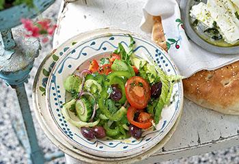 Griechischer Salat mit warmem Feta Foto: © Carsten Eichner
