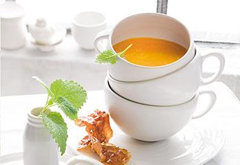 Melonensuppe mit gebratenem Parmaschinken Foto: © Monika Schürle & Maria Grossmann