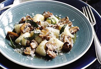 Gnocchi mit Pilzen und Salbei Foto: © Ben Dearnley