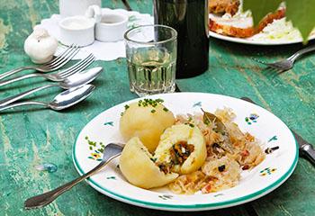 Grammelknödel mit Sauerkraut Foto: © Monika Schürle & Maria Grossmann