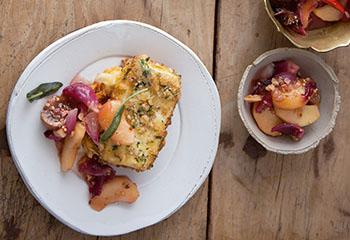 Käse in Nusskruste mit Apfel-Feigen-Chutney Foto: © Monika Schürle & Maria Grossmann