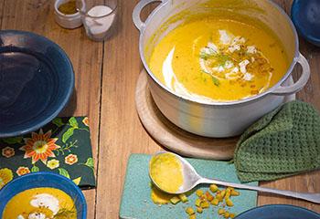 Karottensuppe mit Erdäpfelwürfeln und Mozzarella Foto: © Carsten Eichner
