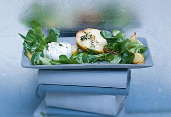 Vogerlsalat mit Ziegenkäsenocken und Birnen Foto: © Monika Schürle & Maria Grossmann