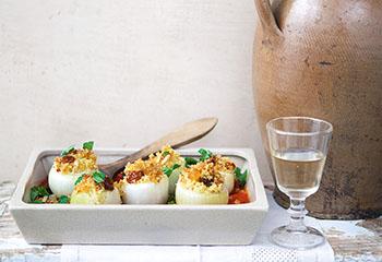 Gefüllte Zwiebeln mit orientalischer Tomatensauce Foto: © Monika Schürle & Maria Grossmann