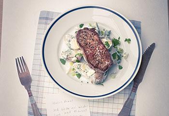 Hüfterlsteak mit Minzerdäpfeln Foto: © Wolfgang Schardt