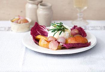 Chilischalotten, glasierte Apfelspalten, Radicchio und Ziegenkäse Foto: © Monika Schürle & Maria Grossmann