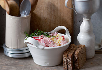 Schweizer Wurstsalat mit Kalbspariser Foto: © Monika Schürle & Maria Grossmann