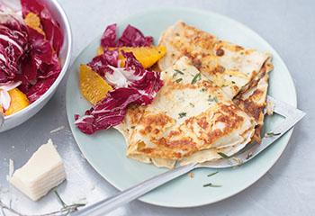 Parmesan-Crêpes mit Radicchiosalat Foto: © Wolfgang Schardt