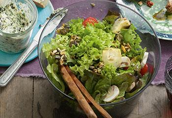 Bunter Salat mit Kernkrokant Foto: © Peter Garten