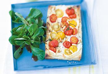 Tomaten-Ricotta-Tartes mit Vogerlsalat Foto: © Wolfgang Schardt