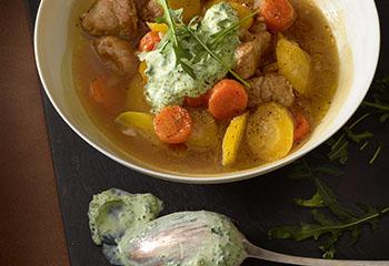Karotten-Gelbe-Rüben-Eintopf mit Ruccolacreme