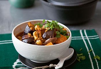 Rotes Gemüsecurry mit Tofu