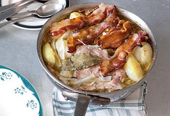Schweinefleisch-Speck-Topf