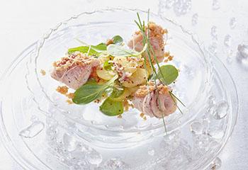 Karpfen-Röllchen mit Erdäpfel-Vogerlsalat Foto: © Julia Hörsch