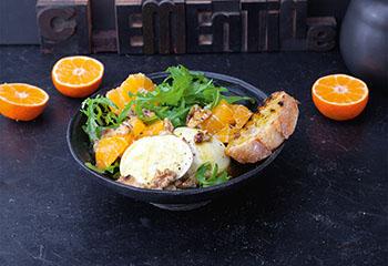Mozzarella mit Clementine, Rucola und Walnüssen Foto: © Maria Grossmann & Monika Schürle