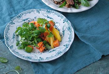 Brunnenkressesalat mit Mango, Papaya und Vanille-Vinaigrette Foto: © Monika Schürle & Maria Grossmann
