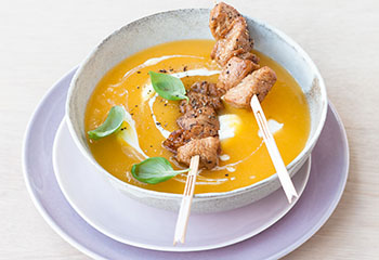 Karottensuppe mit Putenspiessen Foto: © Wolfgang Schardt