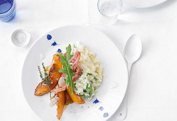 Ruccola-Risotto mit gebratener Thymian-Pfeffer-Melone und Parmesanspänen Foto: © Jan Peter Westermann