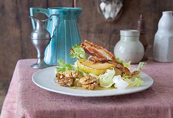 Blattsalat mit Birnen, Speck und Walnüssen Foto: © Maria Grossmann & Monika Schürle