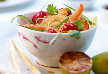 Scharfer Radieschen-Shrimps-Salat mit Mung bean Vermicelli Foto: © Walter Cimbal