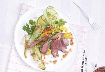 Scharfer Asiatischer Rindfleischsalat Foto: © Jan-Peter Westermann