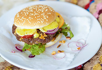 Burger mit Curry-Mayonnaise Foto: © Janne Peters