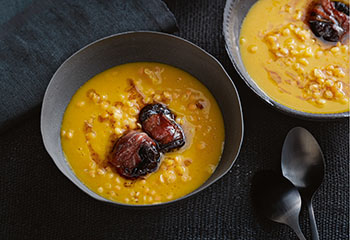 Karottensuppe mit Speckpflaumen Foto: © Thorsten Suedfels