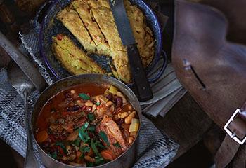 Cowboy Bohnensuppe mit Maisbrot Foto: © Janne Peters