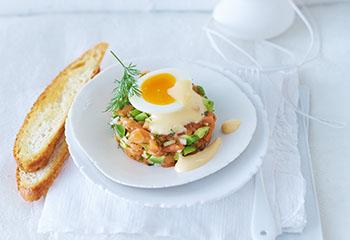 Lachstatar mit wachsweichem Ei und Krenschaum Foto: © Janne Peters