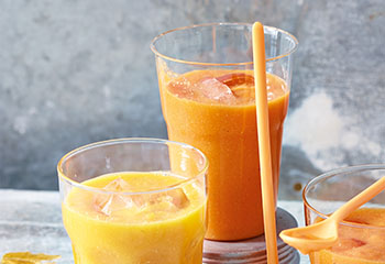 Mango Clementinen Smoothie Foto: © Walter Cimbal
